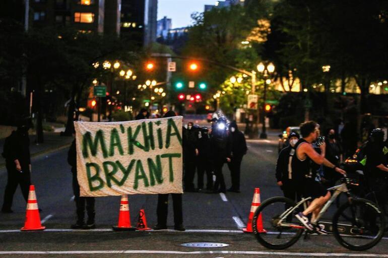 ABD yine karıştı Kritik Floyd kararı açıklanmışken siyahi bir genç kız polis tarafından vurularak hayatını kaybetti