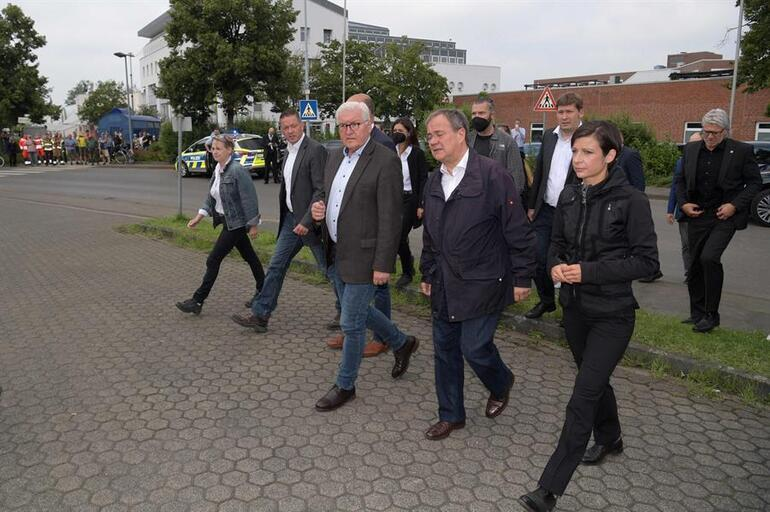Almanyada taziye skandalı: 156 ölü için gittiler, utanmadan kahkaha attılar